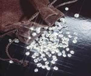 SU-RAJ DIAMONDS ALLOTS 3.63 CR SHARES FIIS   >Stock ends up 20% >Su-Raj Diamonds and Jewellery allots 4 lakh shares at a price of Rs 70/share to Kohinoor Diamonds Private Limited in consequence to option exercised by them to convert 4,00,000 optionally fully convertible warrants into equity shares out of 34 lakh OFCWs held by them >Su-Raj allots 3,63,63,636 shares at issue price of Rs 55//share to FIIs namely Passage to India Master Fund Ltd, Sparrow Asia Diversified Opportunities Fund, Davos International Fund and Leman Diversified Fund