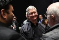 Apple CEO's '13 pay steady; sees part of stock award shrink