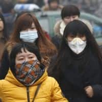 Beijing blanketed by hazardous smog despite red alert
