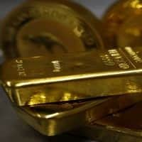 Gold hovers near 3-month low, dollar strength weighs