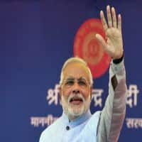 Modi connects with fishermen for final day campaign in Maha