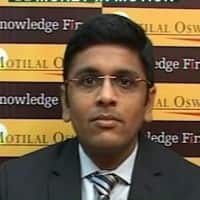 Buy crude & copper: Navneet Damani