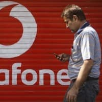 Vodafone serves arbitration notice;Govt to drop peace offer