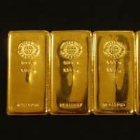 Gold poised for worst weekly dip as dollar strengthens