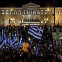 Greece, lenders locked in marathon talks for bailout deal