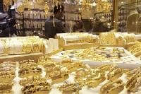 Gold falls on firmer dollar as US rate hike bets intact