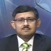 Mkt reflecting global volatility; prefer IT, Maruti: Experts