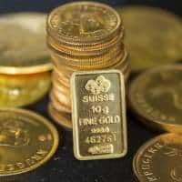 Gold treads water, possible US rate hike in focus
