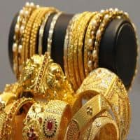 Gold cracks below Rs 29,000 mark on investors selling