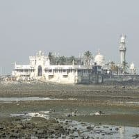 Mumbai HC gives women entry to inner sanctum of Haji Ali Dargah