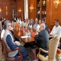 Oppn leaders meet prez, press for political solution in Kashmir