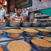 Govt to further import 1 lakh tonnes of chana, masoor dals