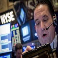 Wall Street ends slightly lower on energy, earnings