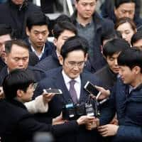 Samsung shares down as prosecution seeks arrest of Samsung chief